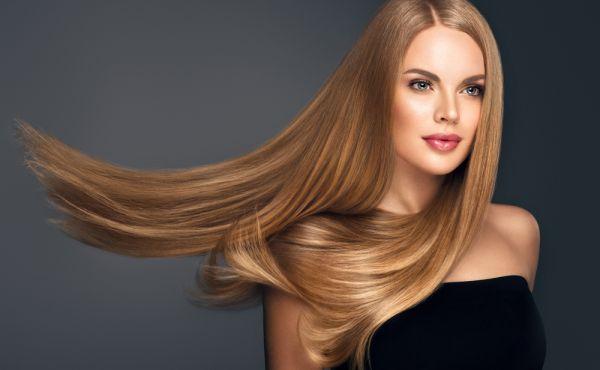 Πώς θα κάνετε τέλειο ίσιωμα στα μαλλιά με το σεσουάρ | imommy.gr