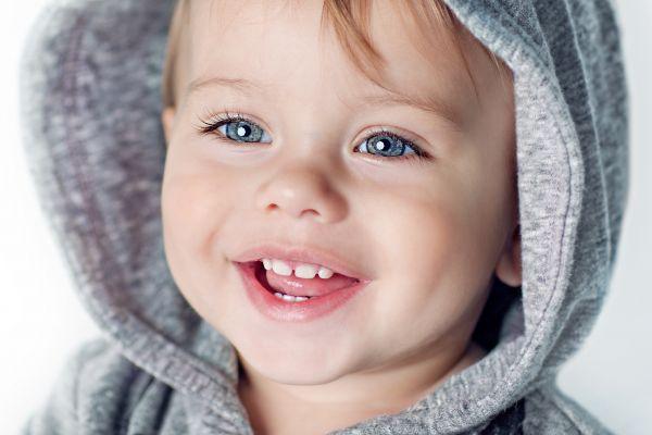 Γιατί είναι κόκκινα τα ματάκια του παιδιού; | imommy.gr