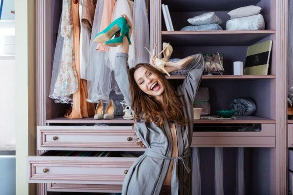 Μένουμε σπίτι και οργανώνουμε τα ρούχα μας | imommy.gr