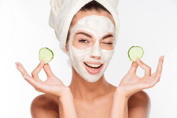 Περιποίηση στο σπίτι: Έξι DIY μάσκες κάνουν το δέρμα μας να λάμψει | imommy.gr