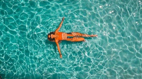 Μπάνιο στην πισίνα: Τα δύο βασικά ζητήματα που απασχολούν τους Έλληνες επιστήμονες | imommy.gr