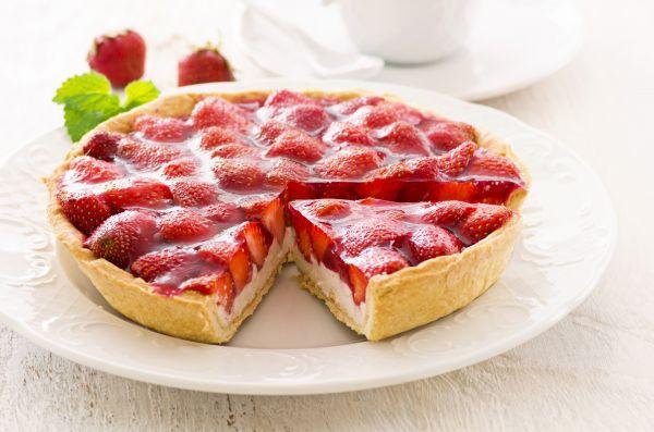 Ανοιξιάτικη τάρτα με φράουλες και κρέμα | imommy.gr