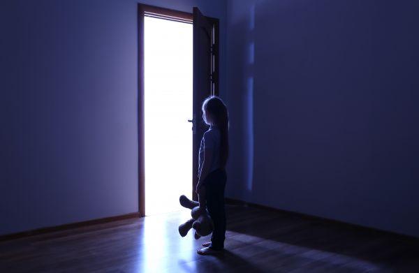 Πώς μπορούμε να βοηθήσουμε ένα παιδί που υπνοβατεί; | imommy.gr