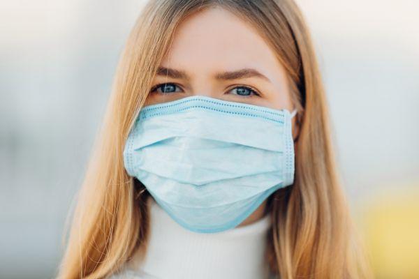Βίντεο-αποκάλυψη: Πόσα σταγονίδια σάλιου μένουν στον αέρα με και χωρίς μάσκα | imommy.gr