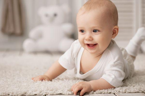 Βοήθεια, το μωρό μου δεν μπουσουλάει! | imommy.gr