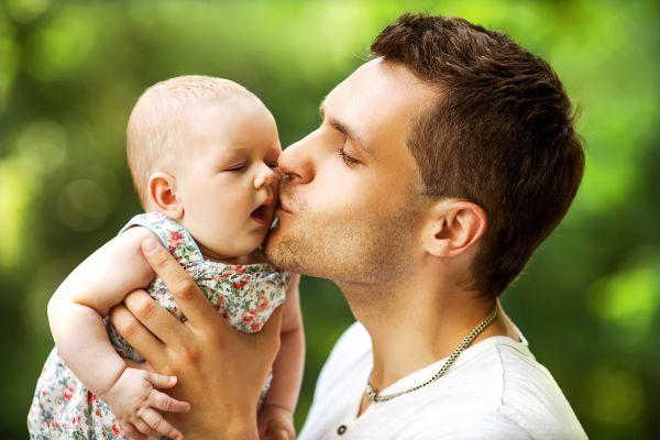 Μπορεί ο μπαμπάς να συμμετέχει εξίσου στη φροντίδα του μωρού; | imommy.gr