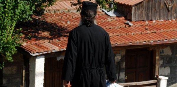 Πρωταγωνιστής ροζ σκανδάλου ιερέας στη Φθιώτιδα | imommy.gr