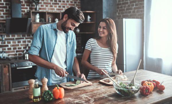 Πώς ο σύζυγός σας μπορεί να υποστηρίξει την προσπάθειά σας να χάσετε βάρος | imommy.gr