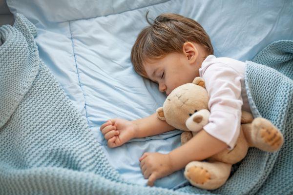 Μαθαίνοντας στο παιδί να κοιμάται μόνο του | imommy.gr