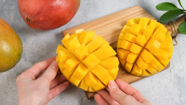 Μάνγκο: Πέντε εύκολοι τρόποι να καθαρίσετε το εξωτικό φρούτο | imommy.gr