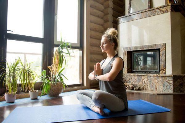 Γιόγκα για χαλάρωση: Απλές ασκήσεις για να καταπολεμήσετε το στρες | imommy.gr