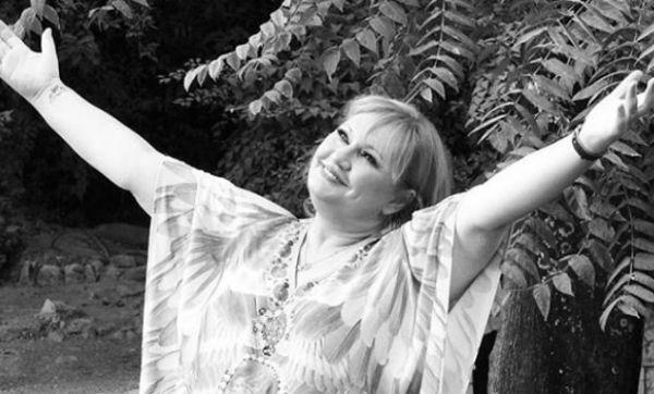 Καίτη Φίνου: Η συγκλονιστική αποκάλυψη για το φλερτ της με έλληνα επιχειρηματία | imommy.gr