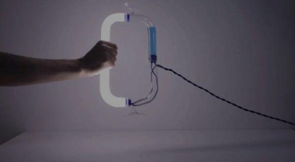 «Circuiti Liquidi»: Η λάμπα που ανάβει με βοήθεια υγρού | imommy.gr