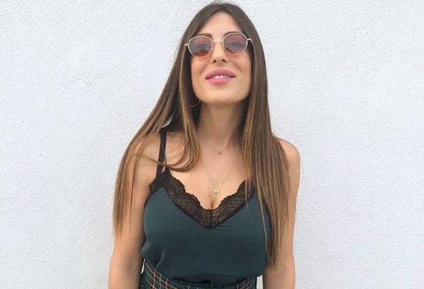 Η Φλορίντα Πετρουτσέλι αγκαλιά με την κορούλα της   imommy.gr
