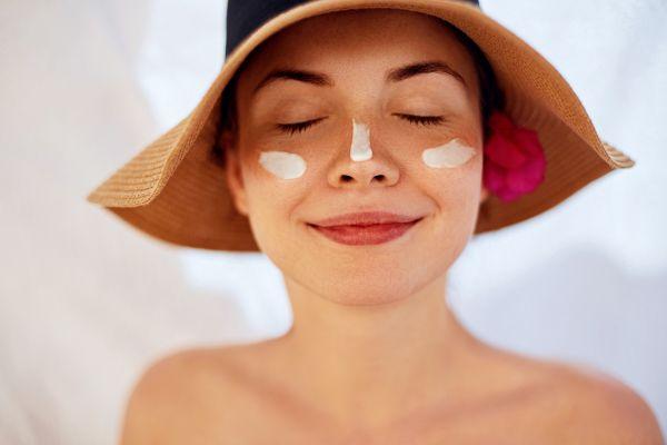 Summer beauty: Όσα πρέπει να αλλάξουμε στην περιποίησή μας το καλοκαίρι | imommy.gr