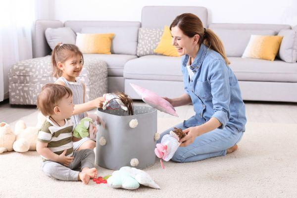 Καθαρίστε γρήγορα το σπίτι μαζί με το νήπιο | imommy.gr