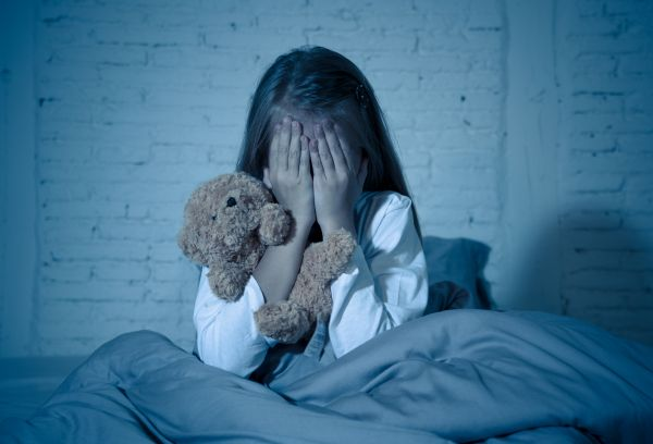 Βοηθώντας το παιδί να ξεπεράσει τους φόβους του | imommy.gr