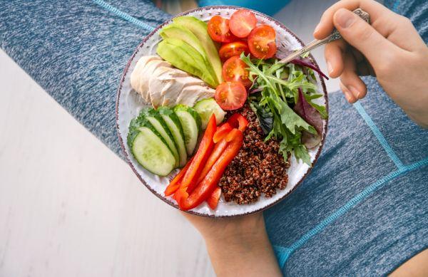 Γιατί το να τρώτε ελάχιστα δυσκολεύει την προσπάθειά σας να αδυνατίσετε | imommy.gr