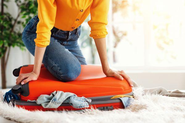 «Μίνι καύσωνας»: Tips για να φτιάξετε σωστά την βαλίτσα σας | imommy.gr