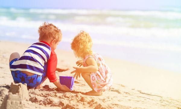 Παιχνίδια στην παραλία: Τι θα πρέπει να προσέξετε | imommy.gr