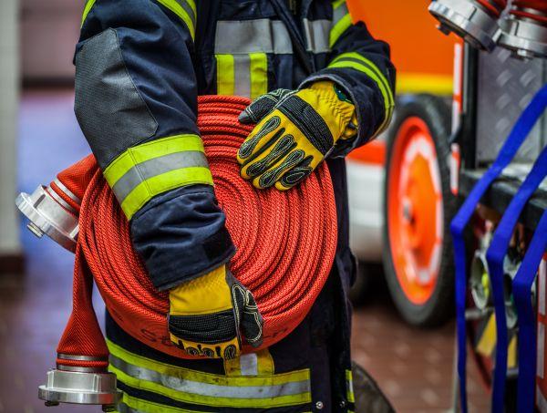 Ρωσία: Σήκωσαν ΙΧ στα χέρια για να περάσει όχημα της πυροσβεστικής | imommy.gr