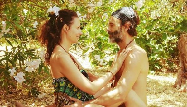 Θανάσης Ευθυμιάδης : Φωτογραφίζει τη σύζυγό του ολόγυμνη | imommy.gr
