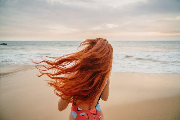 Πώς θα προστατεύσουμε τα βαμμένα μαλλιά μας το καλοκαίρι; | imommy.gr