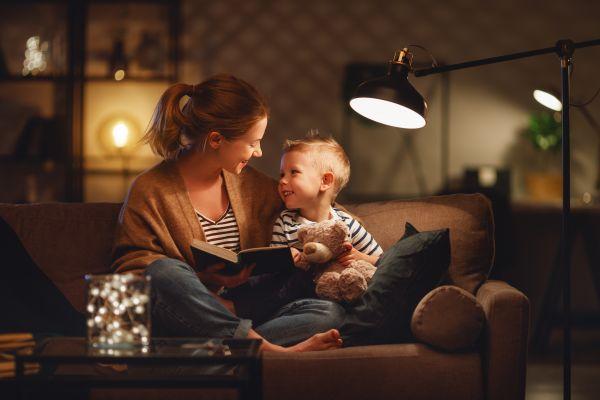 «Clova Lamp»: Η λάμπα που διαβάζει παραμύθια στα παιδιά | imommy.gr
