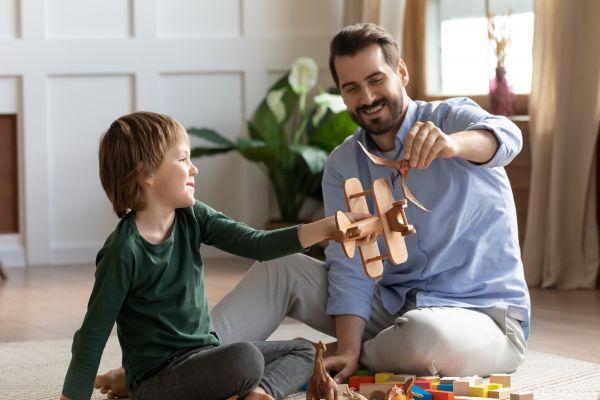 Πώς μπορεί να παίξει ο μπαμπάς με το παιδί;   imommy.gr