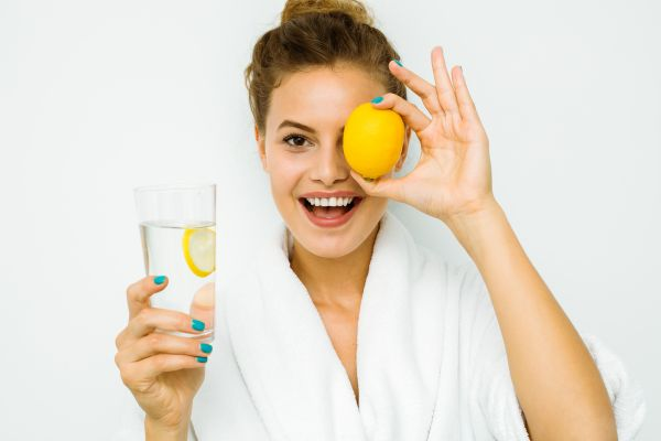 Νερό με λεμόνι: Το μυστικό για εύκολο αδυνάτισμα και αποτοξίνωση; | imommy.gr