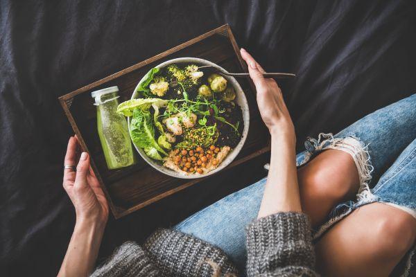 Πώς επηρεάζει τον ύπνο το φαγητό αργά το βράδυ | imommy.gr