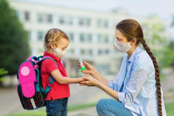 Κοροναϊός: Γιατί παιδιά και ενήλικες ανταποκρίνονται διαφορετικά στον ιό | imommy.gr