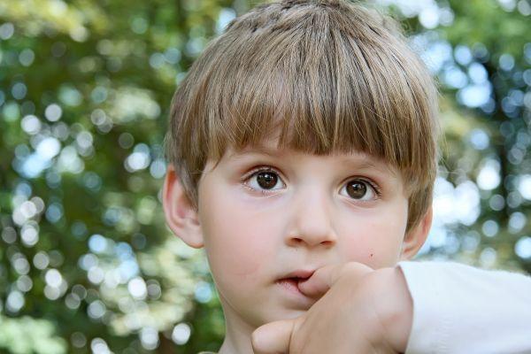 Πώς θα σταματήσει να «τρώει» τα νύχια του; | imommy.gr