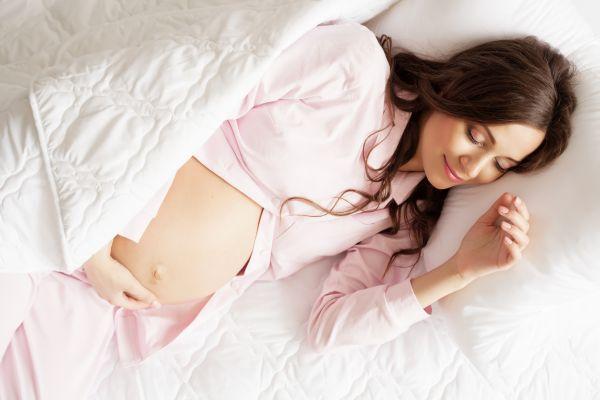 Εγκυμοσύνη: Πώς θα βρείτε την σωστή στάση ύπνου; | imommy.gr