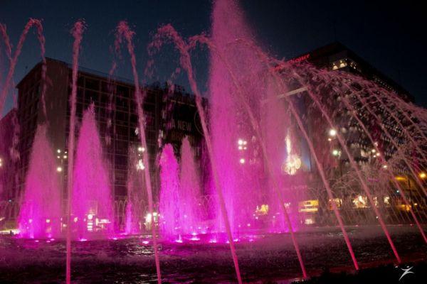 Συντριβάνι Ομόνοιας: Άλλαξε χρώμα για τον καρκίνο του μαστού | imommy.gr