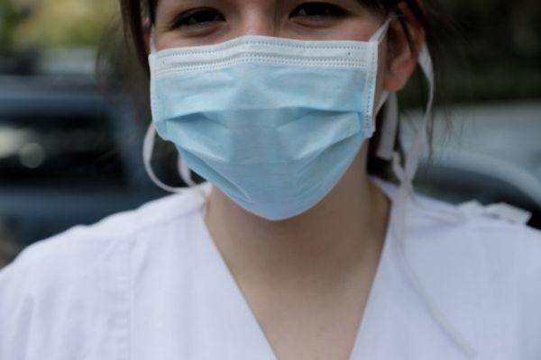 Βίντεο: Τι συμβαίνει όταν μιλάμε ή βήχουμε με και χωρίς μάσκα | imommy.gr