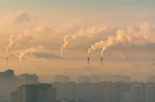 Η ρύπανση της ατμόσφαιρας συνδέεται με τους αυξημένους θανάτους από κοροναϊό, σύμφωνα με νέα μελέτη | imommy.gr
