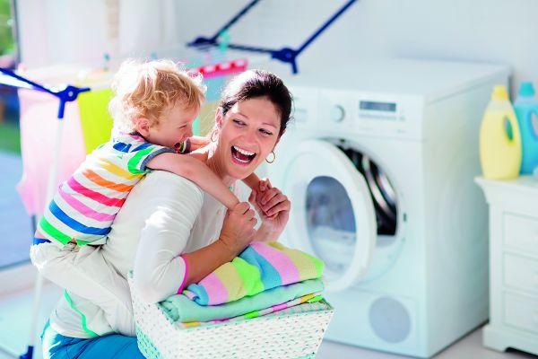 Πώς θα καθαρίσουμε τα ρούχα του παιδιού όσο το δυνατόν καλύτερα | imommy.gr