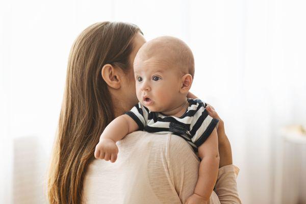 Όσα πρέπει να γνωρίζετε για το ρέψιμο του μωρού | imommy.gr