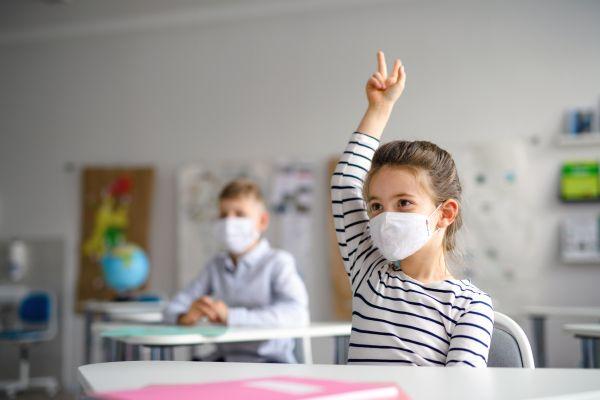 Κοροναϊός: Πώς εξαπλώνεται σε μια σχολική αίθουσα; | imommy.gr