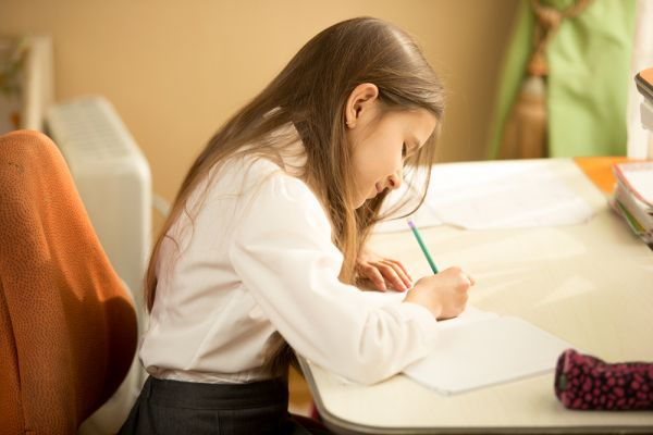 Το γράψιμο με το χέρι (και όχι με το πληκτρολόγιο) κάνει τα παιδιά εξυπνότερα, υποστηρίζει νέα έρευνα | imommy.gr