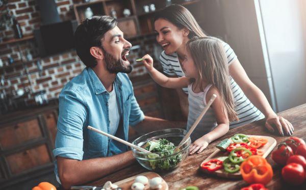 Πώς θα βελτιώσουμε τη διατροφή της οικογένειάς μας στην καραντίνα | imommy.gr