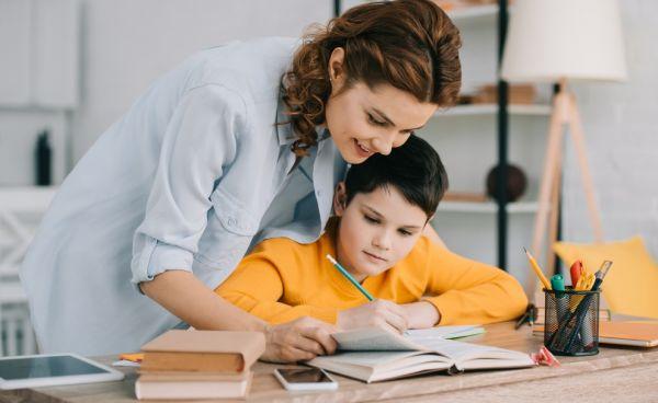 Γιατί δεν πρέπει να πιέζουμε τα παιδιά για καλούς βαθμούς | imommy.gr