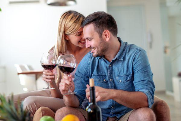 Μήπως σας παχαίνει το αλκοόλ στην καραντίνα; | imommy.gr