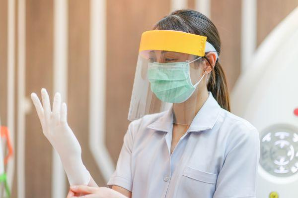 Κοροναϊός : Με πρόστιμο τιμωρούνται όσοι φορούν μάσκα ασπίδα | imommy.gr