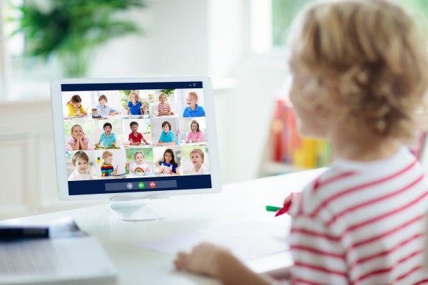 Τηλεκπαίδευση: Πώς θα γίνουν τα ψηφιακά μαθήματα από Τετάρτη | imommy.gr