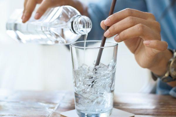 Με αυτά τα tips θα πίνετε περισσότερο νερό | imommy.gr