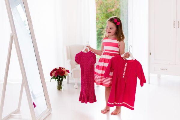 Παιδί: Γιατί αξίζει να το αφήνετε να ντύνεται μόνο του; | imommy.gr