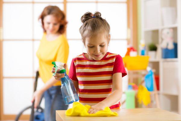 Κάντε το παιδί να αγαπήσει τις δουλειές του σπιτιού   imommy.gr