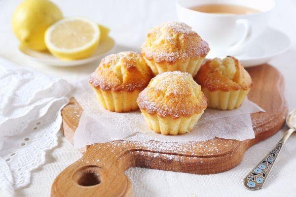 Φτιάχνουμε μάφιν λεμονιού με ζάχαρη άχνη | imommy.gr